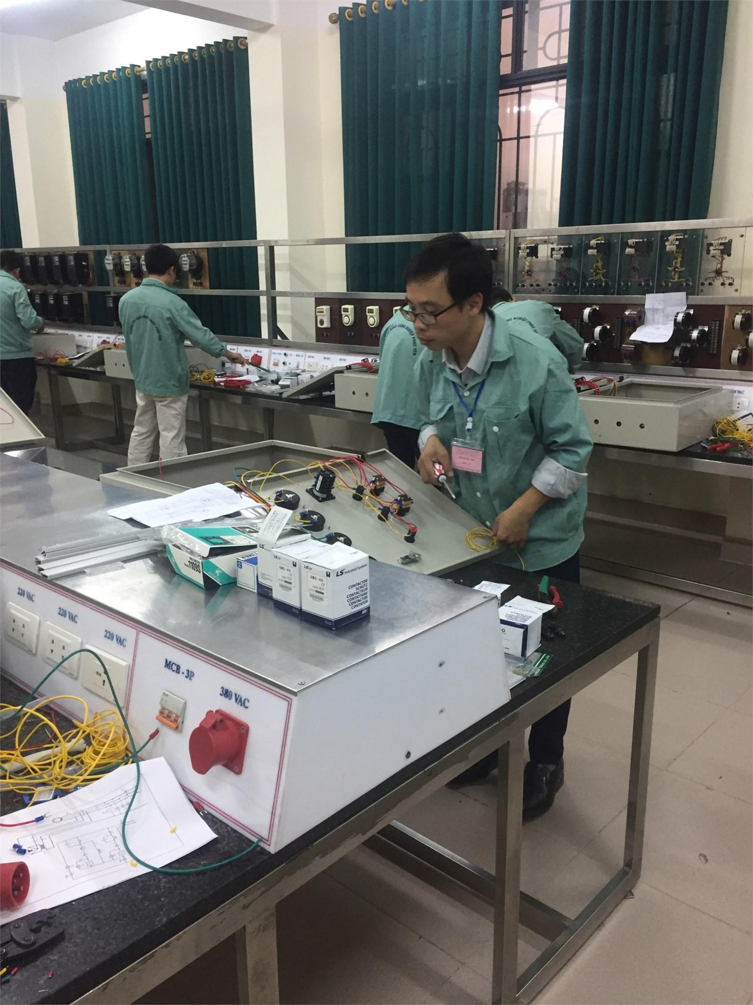 phân thi thực hành nghề Điện công nghiệp