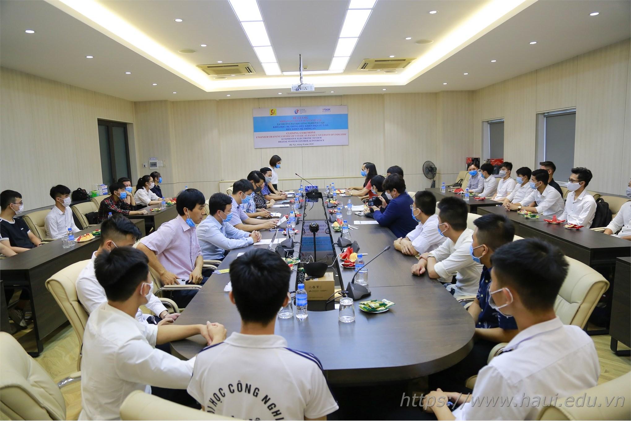 Bế giảng khóa đào tạo kỹ sư ngắn hạn về Điện tử và Công nghệ Ô tô của VI-TASK