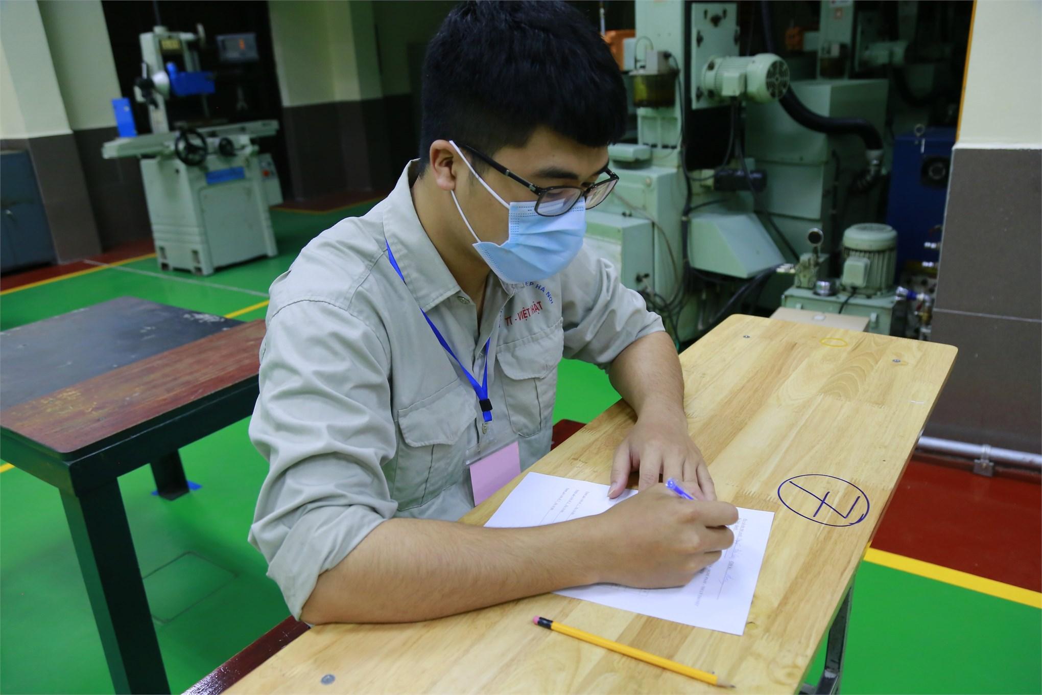 Trường Đại học Công nghiệp Hà Nội tổ chức đánh giá kỹ năng nghề Phay vạn năng bậc 3 theo tiêu chuẩn Nhật Bản