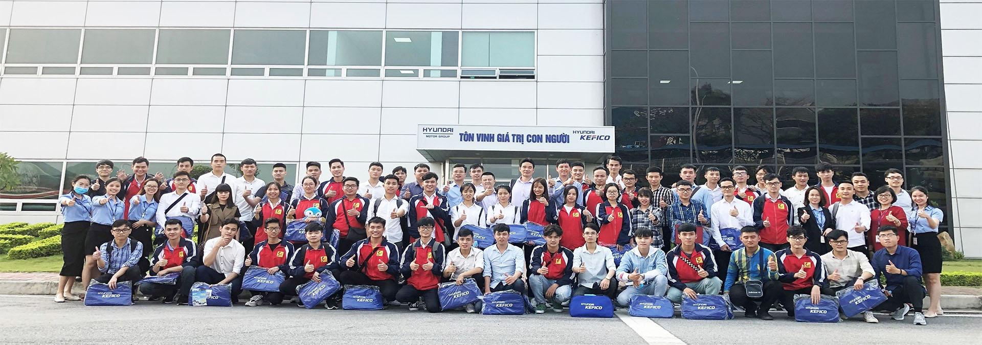 Sinh viên tham quan doanh nghiệp