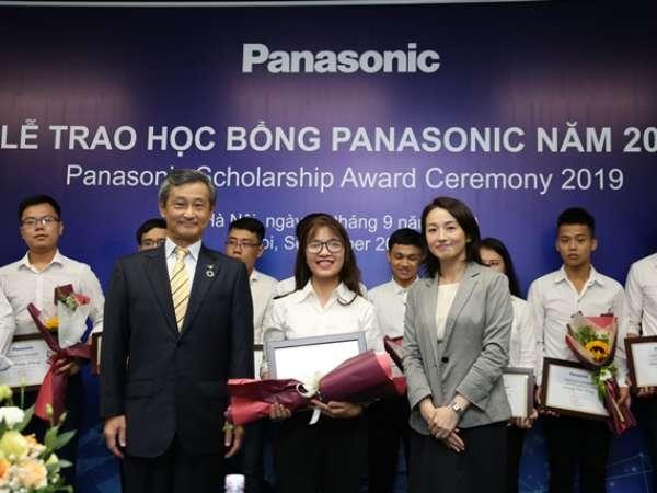 Sinh viên ĐHCNHN lần đầu tiên được nhận học bổng Panasonic trị giá 30 triệu đồng
