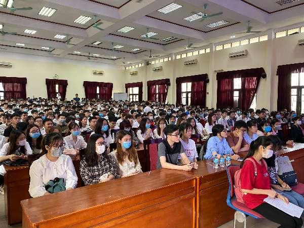 Hội thảo cơ hội việc làm tại Tập đoàn Khoa học Kỹ thuật Hồng Hải Foxconn dành cho sinh viên Đại học Công nghiệp Hà Nội
